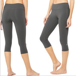 ALO Yoga Airbrush Capri Cropped Leggings Gym Gray